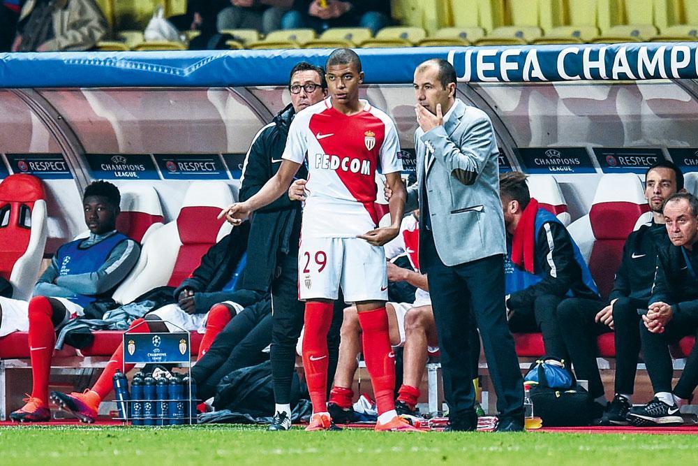 En compagnie de Leonardo Jardim, le coach qui l'a lancé à Monaco, lors de l'une de ses premières apparitions en Champions League., BELGAIMAGE