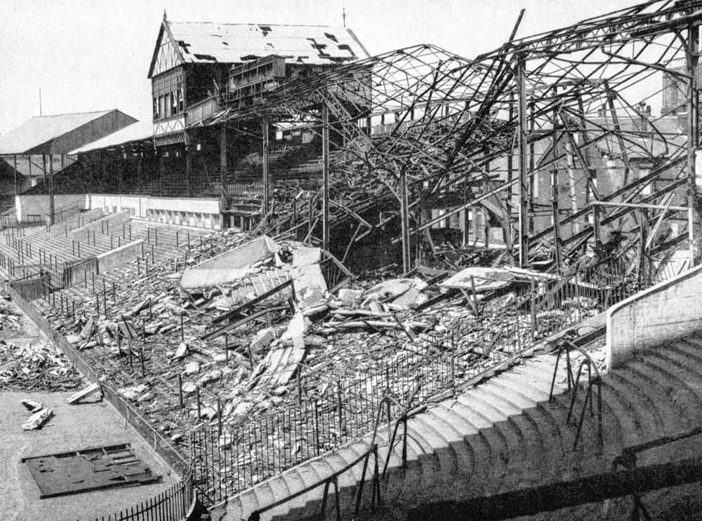 Pendant la Deuxième Guerre mondiale, Bramall Lane, le port d'attache de Sheffield, a été bombardé à dix reprises par les Allemands., VOETBAL INTERNATIONAL