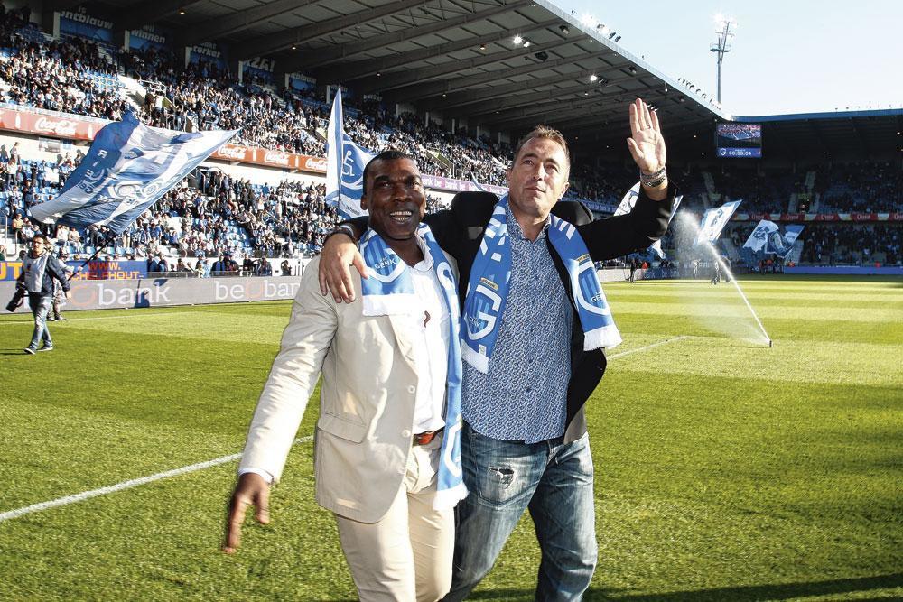 Met zijn spitsbroeder Souleymane Oulare. 'Ik sprak wel Nederlands, maar hij sprak alleen maar Frans.', belgaimage