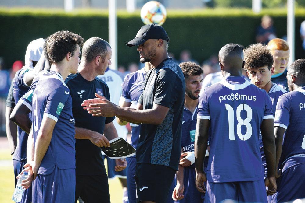 Vincent Kompany y va de ses instructions lors du match amical à Audenarde, le week-end passé., PHOTONEWS