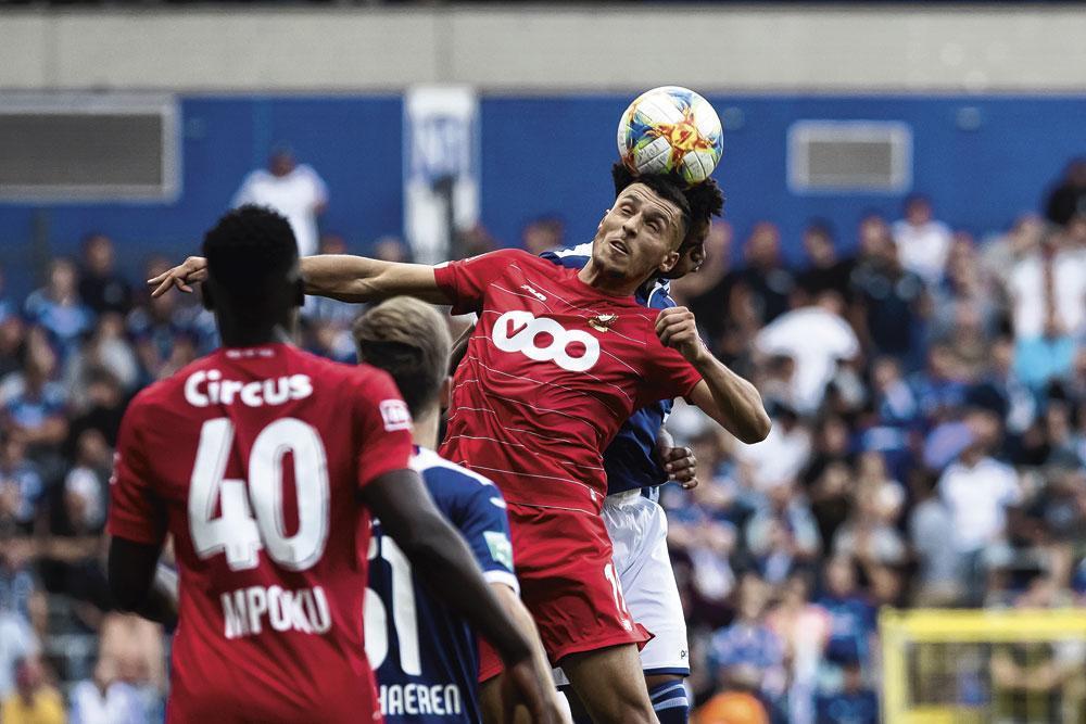 """Selim Amallah face à Anderlecht. """" Je le vois à terme comme un vrai box-to-box grâce à son moteur """", estime Alex Teklak., BELGAIMAGE"""