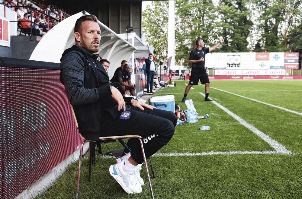 Craig Bellamy, l'entraîneur des U21, assiste régulièrement à des matches de jeunes., BELGAIMAGE