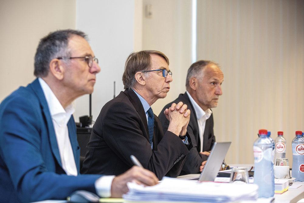 Marc Boes entre ses collègues Marinus Vromans (à gauche) et Jacques Richelle de la CBAS., belgaimage