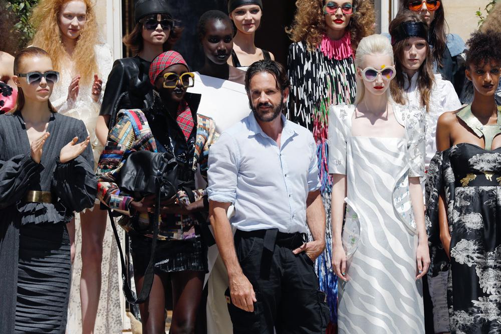 Ronald Van Der Kemp entouré de ses modèles, juillet 2019, Belga Images