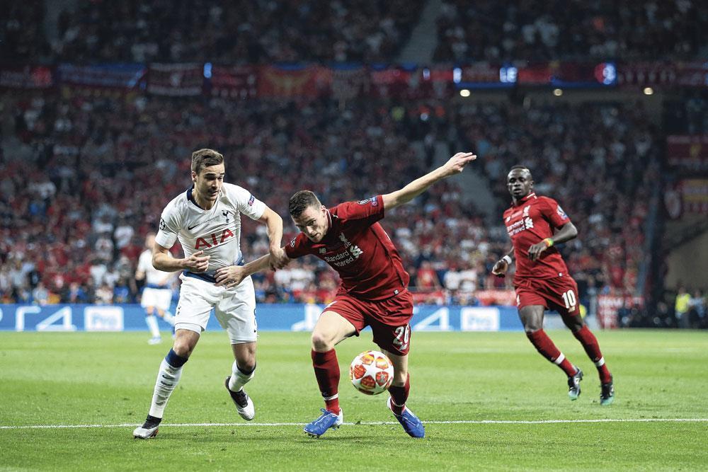 Op 1 juni van dit jaar won Andy Robertson, hier in duel met Harry Winks, de Champions League met Liverpool door Tottenham met 2-0 te verslaan., GETTY