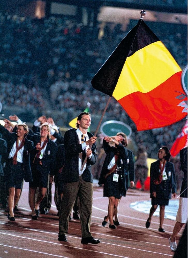 Jean-Michel Saive draagt de Belgische vlag op de Olympische Spelen van Atlanta., BELGAIMAGE