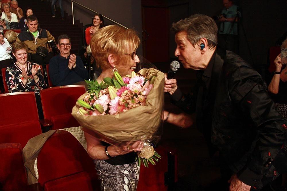 Marijke kreeg bloemen voor haar verjaardag van haar idool Willy Sommers., FODI