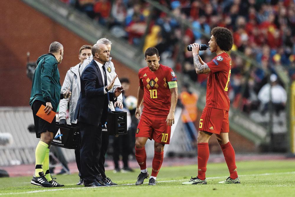 Roberto Martinez et deux de ses cadres : Eden Hazard et Axel Witsel., belgaimage