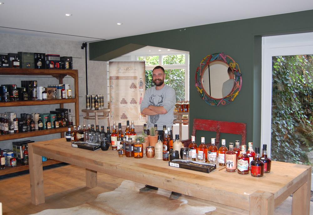 Tony De Maeseneir biedt meer dan 100 verschillende soorten rum aan, MDD