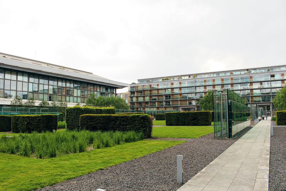 2. ARSENAL Het vroegere Highburystadion is nu een appartementencomplex, wel nog in de vorm van een stadion en met een parkje waar vroeger de voetbalgrasmat lag., MATTHIAS STOCKMANS