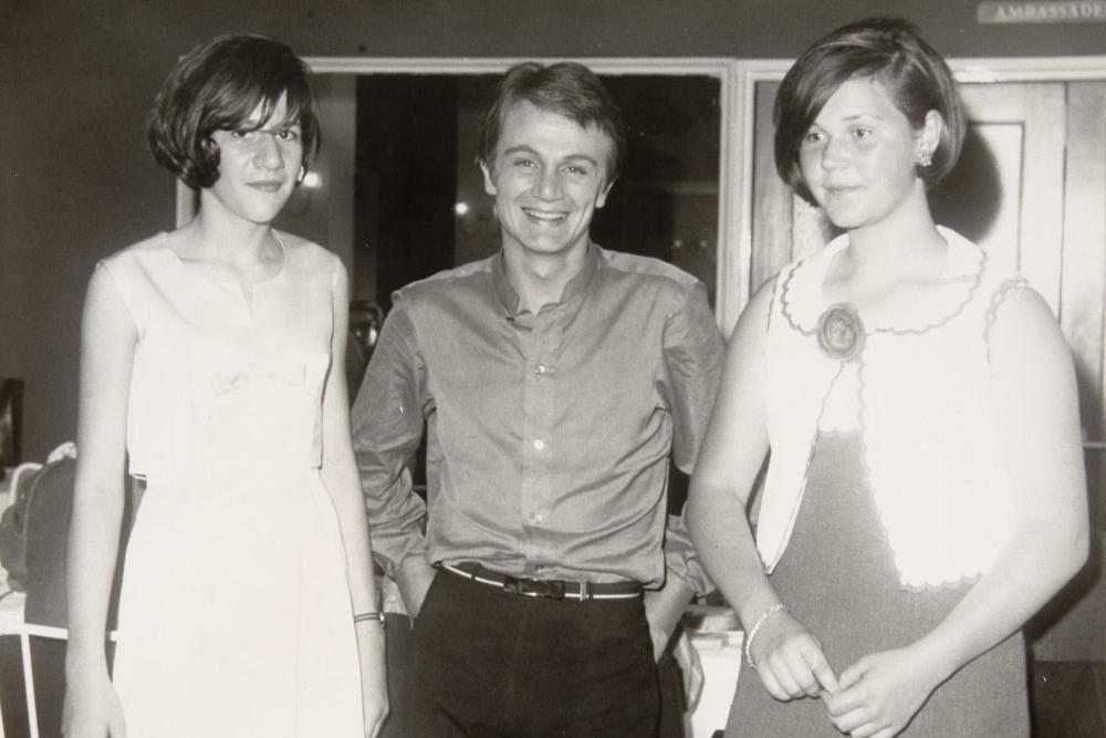 Een foto uit 1965, waarop Claude Francois staat in Kursaal Oostende., (Repro FODI)
