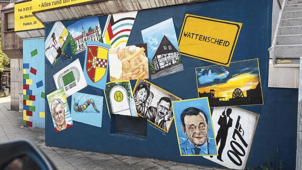 Een hommage aan dé gezichten waar Wattenscheid trots op is: nog niet Leroy, wel papa Souleyman (helemaal links boven)., belgaimage
