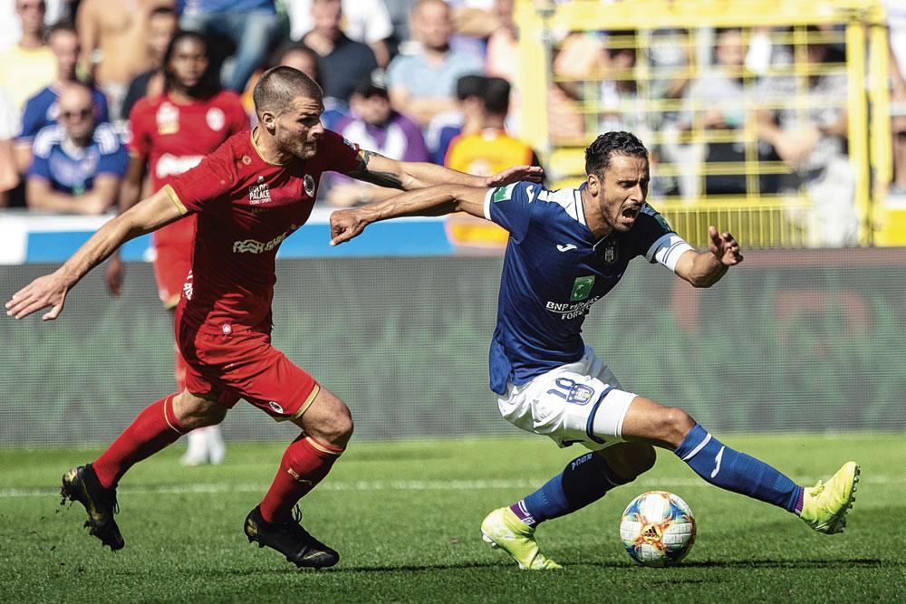 Nacer Chadli face  à Dino Arslanagic : dure, dure, la vie  d'attaquant à Anderlecht..., BELGAIMAGE