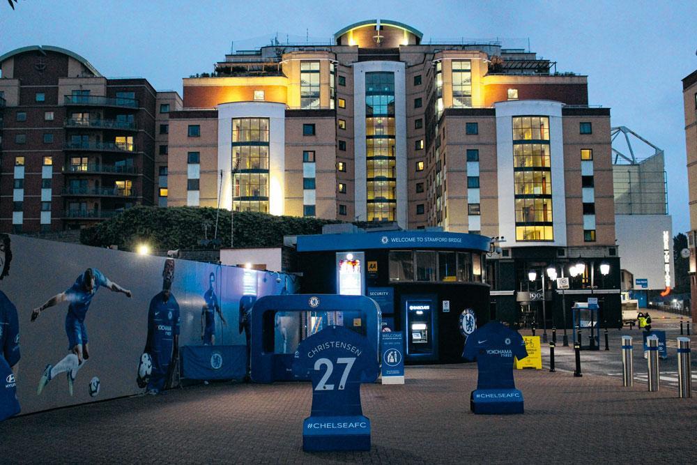 3. CHELSEA Op Stamford Bridge kan je ook overnachten, voor ongeveer 150 euro per nacht slaap je in een vleugel van het stadion van Chelsea FC., MATTHIAS STOCKMANS