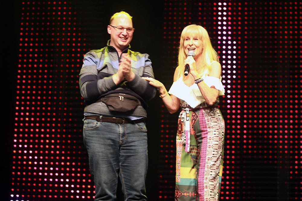 Micha, samen met Jurgen, tijdens het nummer Niets is mij teveel., FODI