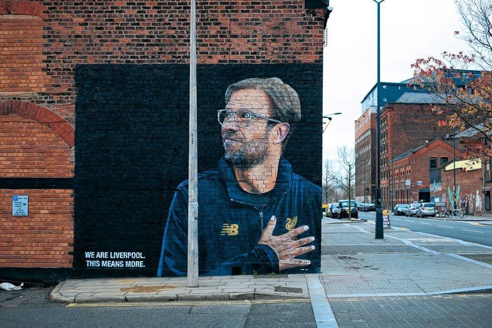 Een beeltenis van Jürgen Klopp siert de straten van Liverpool. De Duitse trainer is alom aanwezig., BELGAIMAGE