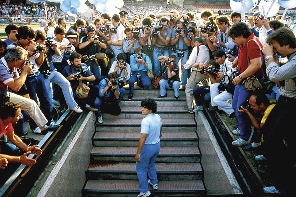 Maradona werd in 1984 als een held onthaald bij SSC Napoli., belgaimage