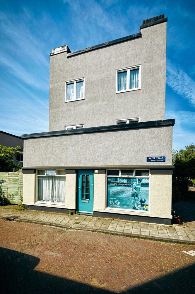 Het huis aan Akkerstraat 32, waar Johan Cruijff tot zijn twaalfde hielp in de groentewinkel van zijn ouders., DIRK-JAN VAN DIJK