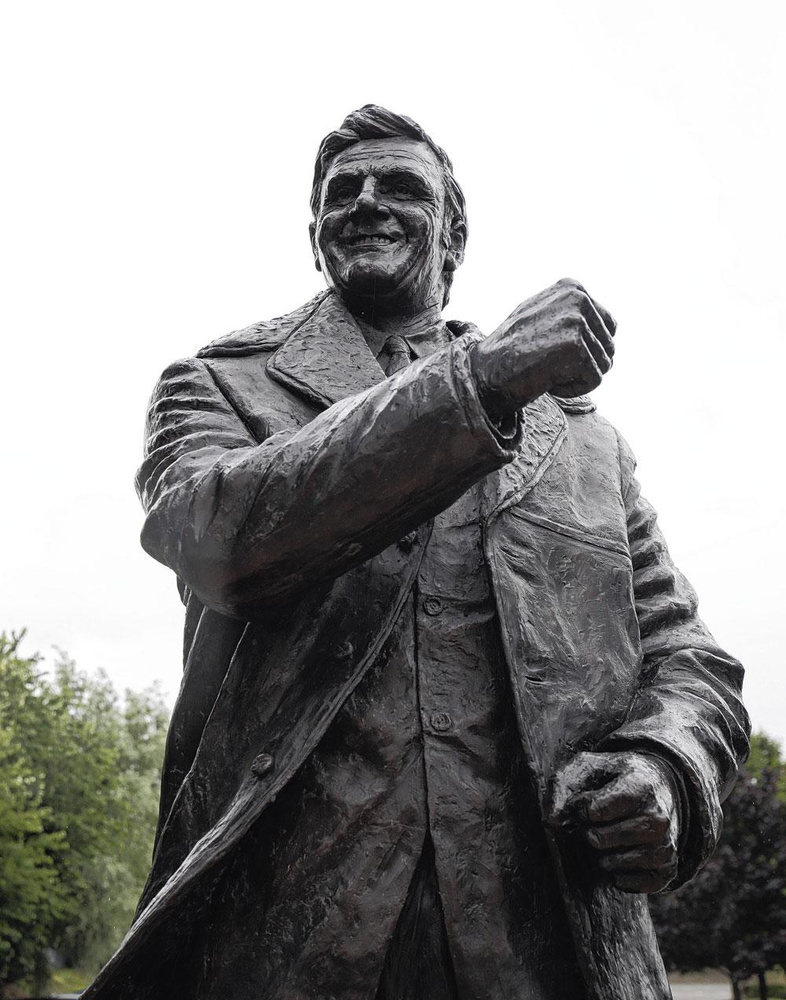 Ook manager Don Revie, nochtans beschuldigd van matchfixing, kreeg een standbeeld bij Elland Road., GETTY IMAGE