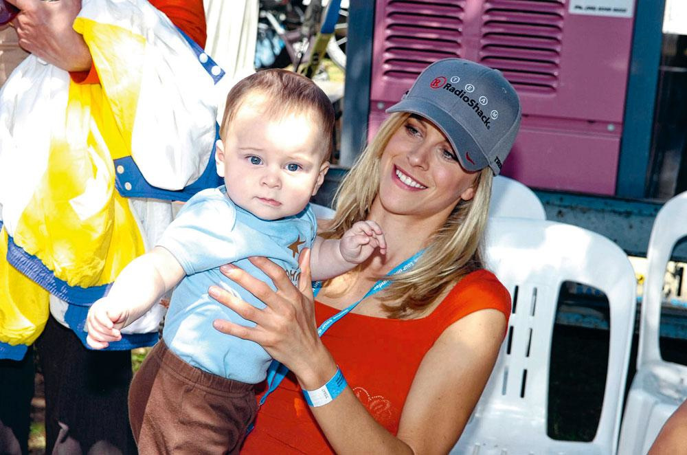 Anna Hansen, la fiancée de Lance Armstrong, avec leur fils Max., GETTYa