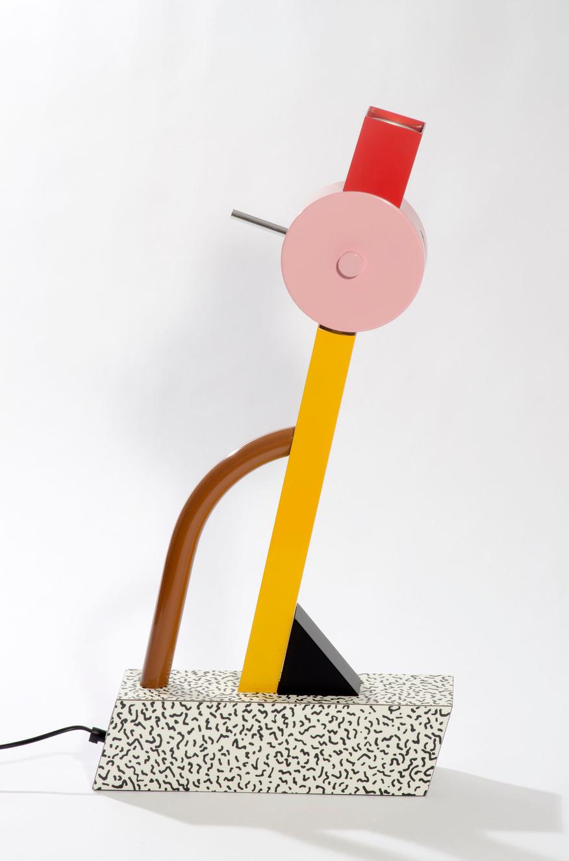 15. Ettore Sottsass, lampe Tahiti, 1981, Memphis © Musée Saint-Quentin-en-Yvelines © Adagp, Paris, 2019, Cité de l'architecture, Denys Vinson photographe 2019