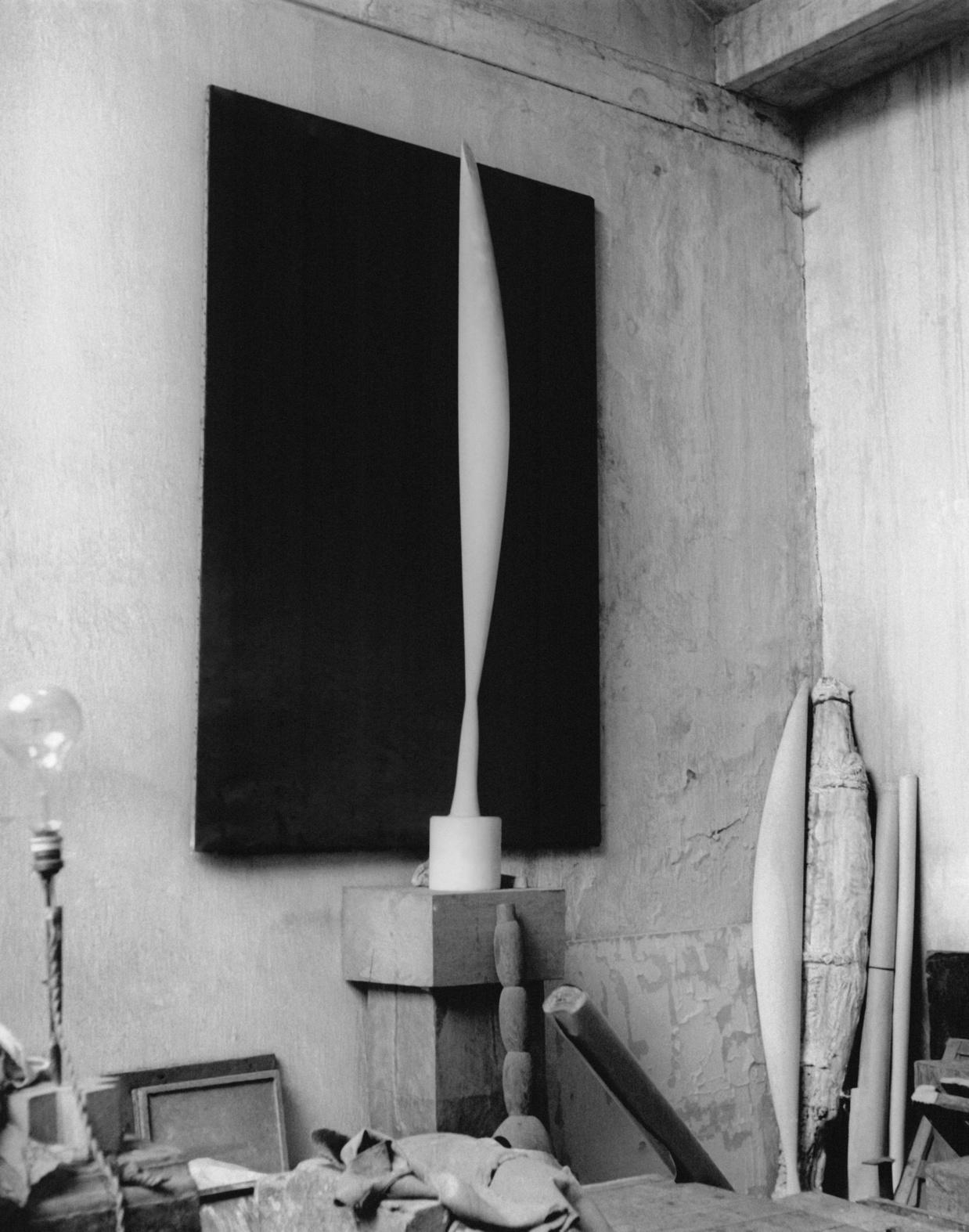 """""""L'oiseau dans l'espace"""" (1923) photographié dans l'atelier parisien de Brancusi, Getty Images/iStock"""