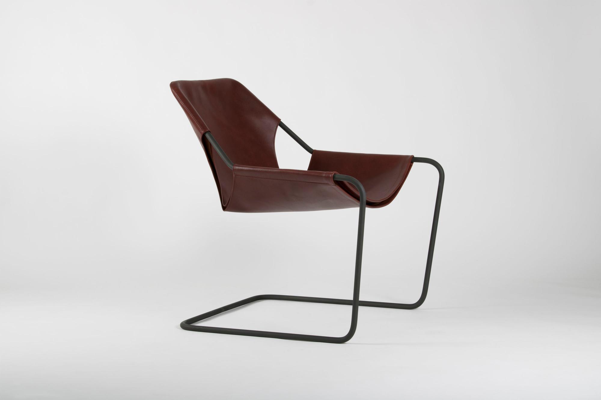 Paulo Mendas da Rocha, fauteuil Paulistano, 1957, Objekto, Le mobilier d'architectes, 1960-2020, © Cité de l'architecture, Denys Vinson photographe 2019