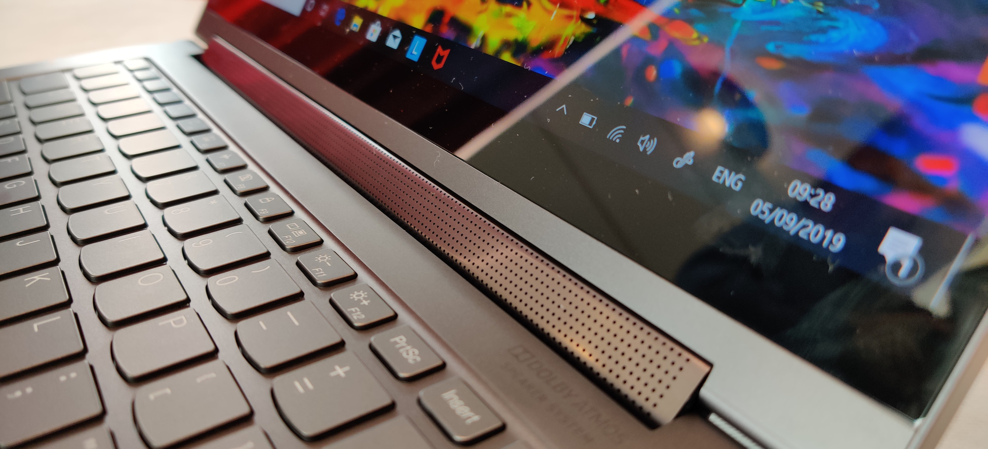 La barre son du Lenovo Yoga C940. , PVL