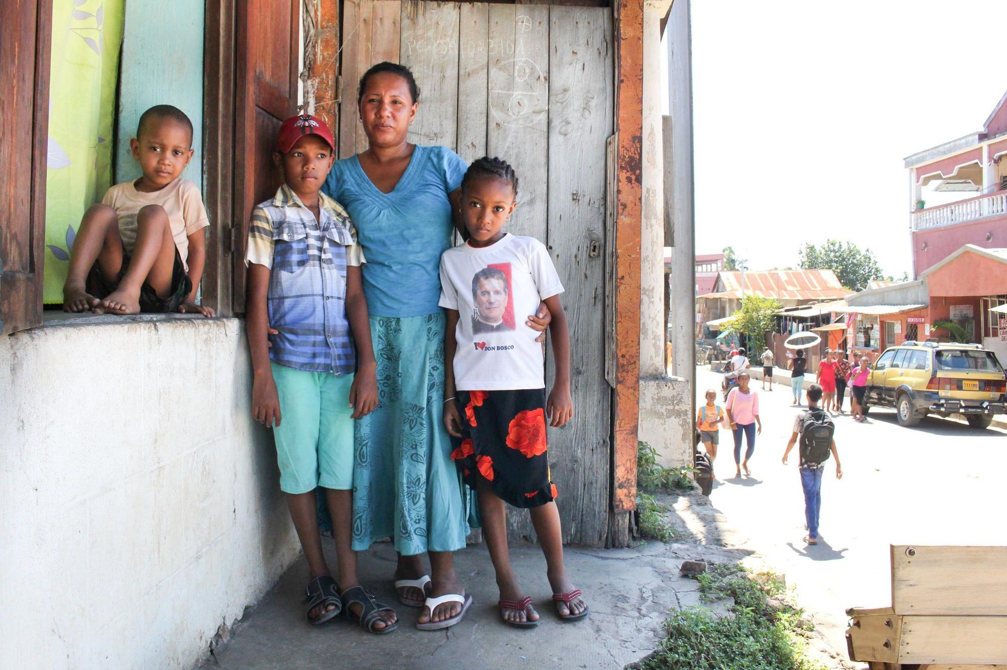 Bahadouraly Christiana Haingonirina et ses enfants, Jago Kosolosky