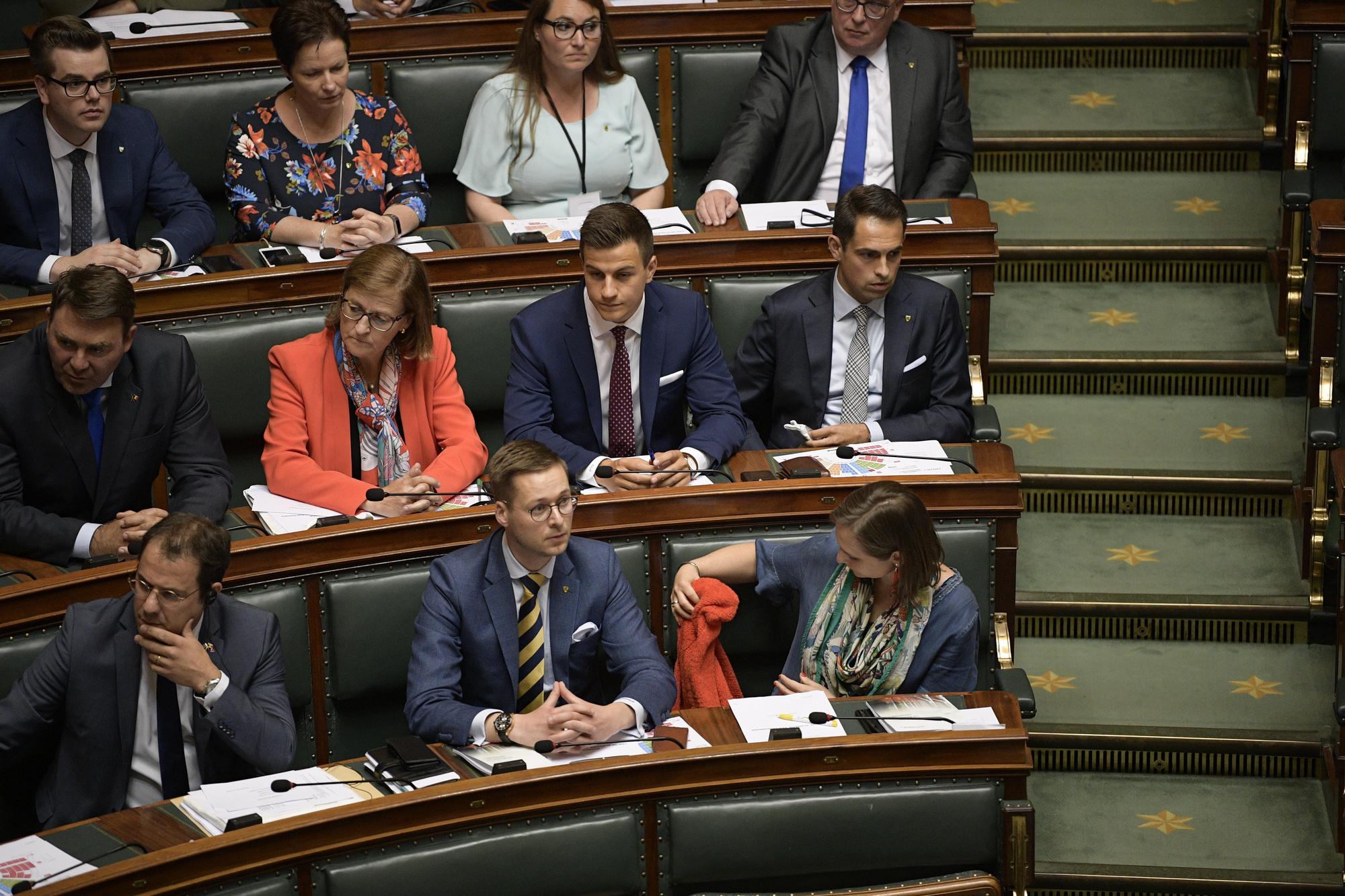 """Dries Van Langenhove est resté à sa place lors de cette séance """"cérémonielle"""". , BELGA image"""