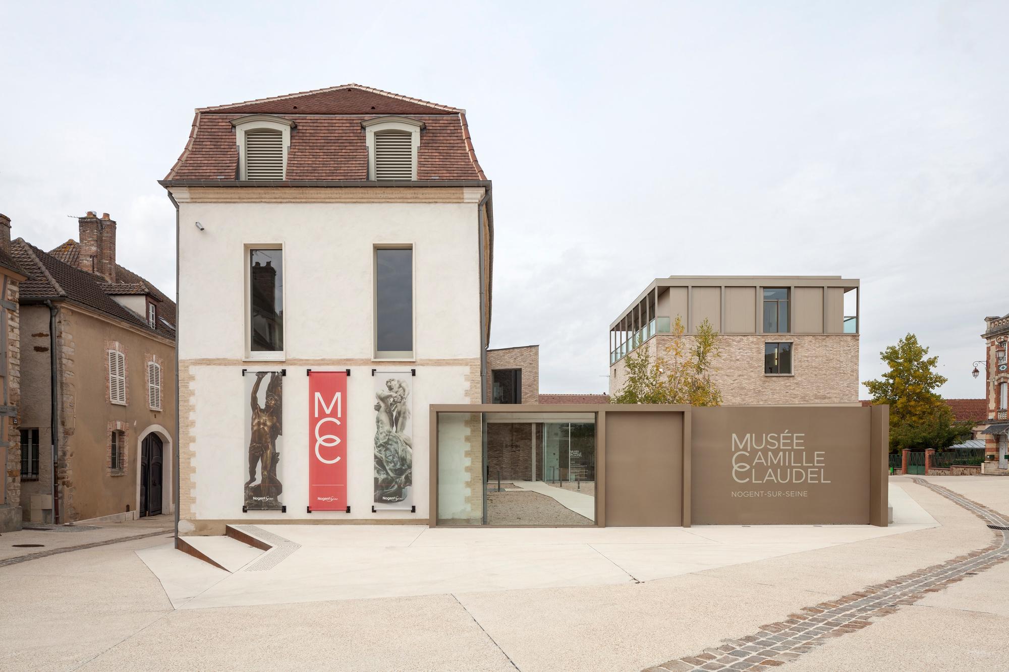 Het Musée Camille Claudel met links de oude woning van de familie Claudel en rechts de hedendaagse constructie., musée Camille Claudel/photo Marco Illuminati
