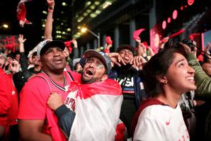 In beeld: volksfeest in Toronto na eerste NBA-titel