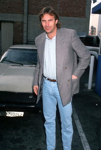 Kevin Costner photographié à son arrivée au restaurant, Getty Images