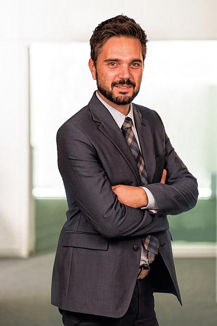 """Cédric Antonelli est notamment réviseur d'entreprises et """"partner"""" du département Audit & Assurance chez BDO Audit & Assurances. Il est """"certified fraud examiner"""" et maître de conférences à HEC-Ulg., pg"""