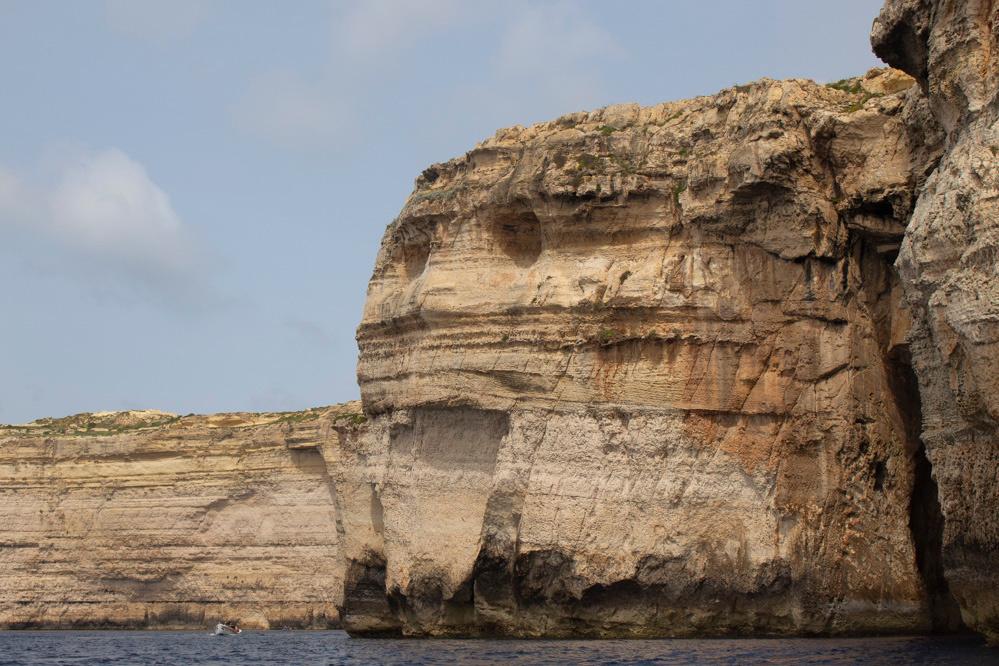 Les falaises qui composent le littoral ressemblent parfois à des visages., Mailys Chavagne